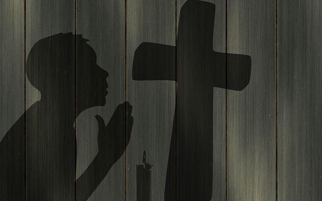 pray-1359099_640